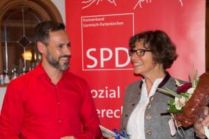SPD-Kreisvorsitzender Enrico Corongiu, Bürgermeisterkandidat für Mittenwald, und die Garmisch-Partenkirchner Bürgermeisterin Dr. Sigrid Meierhofer